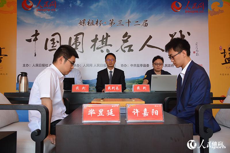 组图:第32届名人战总决赛决胜局芈昱廷、许嘉阳争夺冠军