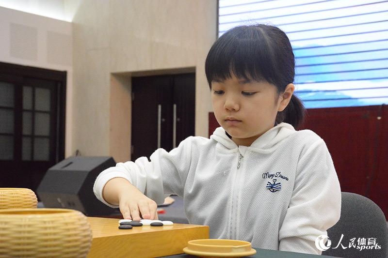 组图:梦百合杯64强赛打响仲邑菫世界大赛本赛首秀